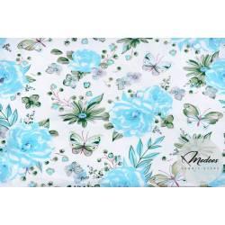 Tkanina w niebieksie kwiaty i motyle na białym tle - materiał