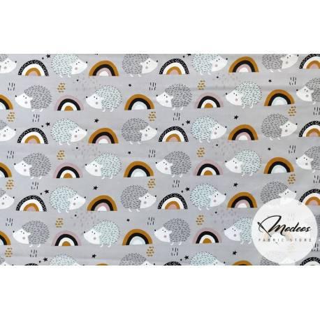 Tkanina jeżyki i tęcza na szarym tle - materiał bawełna