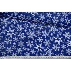 Białe śnieżynki, płatki śniegu na granatowym tle - tkanina świąteczna