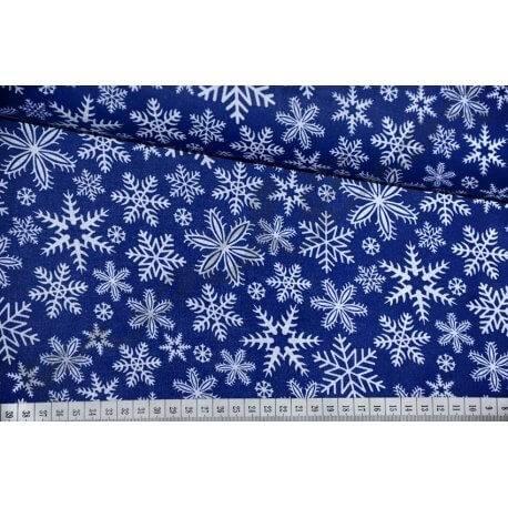 Białe śnieżynki, płatki śniegu na granatowym tle - tkanina bawełniana