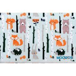 Zwierzęta w lesie na jasnym tle drzew - tkanina bawełniana
