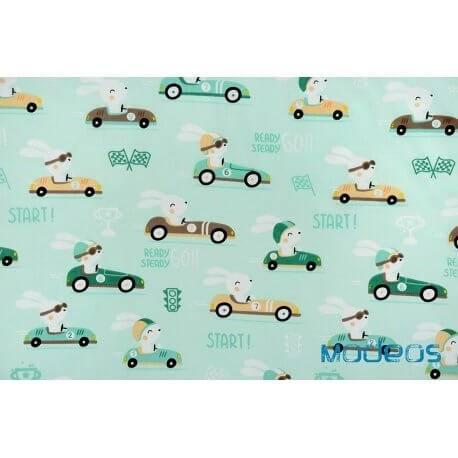 Króliki w aucie, wyścigówce na miętowym tle - tkanina bawełniana